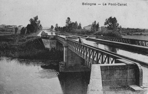 Bologne  Le Pont Canal Le Canal et la Marne ©