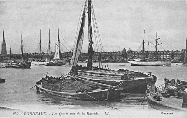Bordeaux  Les quais vus de la Bastide ©