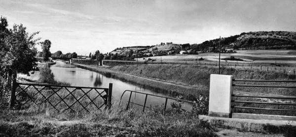 Bologne Le canal vu du Pont du canal ©